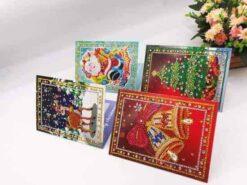 Diamond Painting Pakket 4 Prachtige Kerstkaarten Partial Diamond painting, met ronde steentjes. Wordt compleet geleverd met alle toebehoren Maat: 13x18 centimeter Inclusief Enveloppen 4 Prachtige kerstkaarten